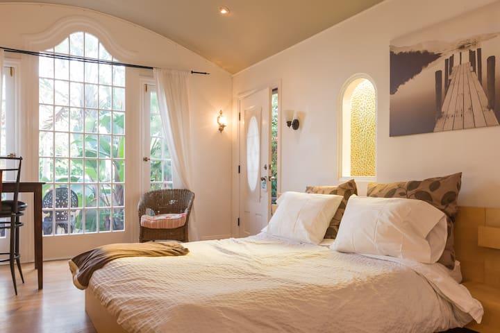 Amazing Historic beach cottage studio@Venice Beach
