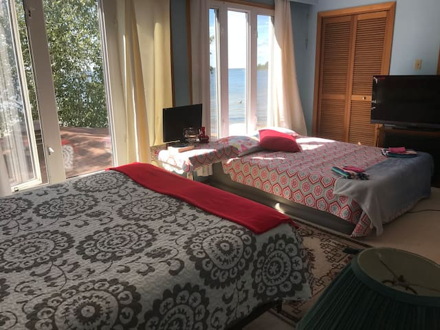 #1 ROOM for up to 4 persons. QUEEN-SIZE BED plus QUEEN-SIZE Power Mattress to inflate/deflate. View of Lake, Ensuite, Awesome Sunsets, Harvest Moons, with 24/7 Melodic sounds from waves TO CHILL IN STYLE.  CLICK UNIT #1 Listing  to book this room.