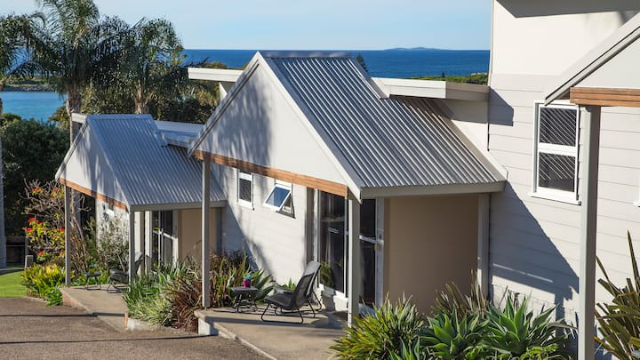 Blue Pacific Holiday Units/2-NO CLEANING FEES