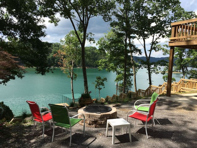 BEAUTIFUL NORRIS LAKE FRONT HOME W/PRIVATE DOCK - Maynardville - House