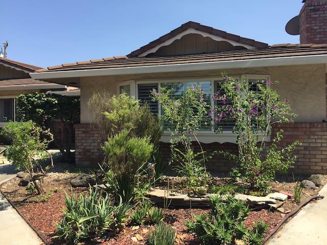 Beautiful private separate studio w/ garden view