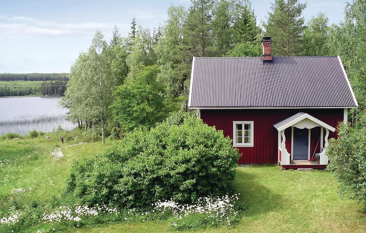 Former farm house with 2 bedrooms on 85m² in Bjuråker
