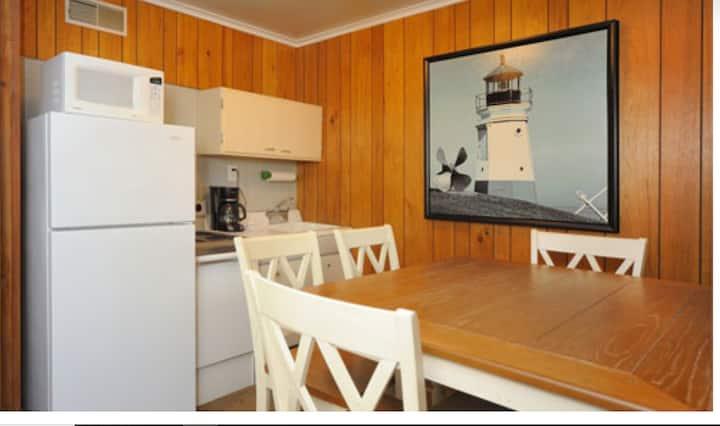 The Beachcomber Lexington - Orchard Suite
