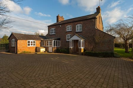 Cosy Cheshire Country Farm House - Rural Setting - Little Bollington - Casa