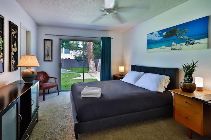 Private Room & Bath 15 Min to Beach, Disneyland