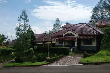 Villa Omega Ciater Highland Resort - Ciater