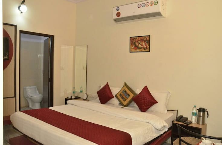 Comfy Room# 6 Min Amer fort # Air Conditioned