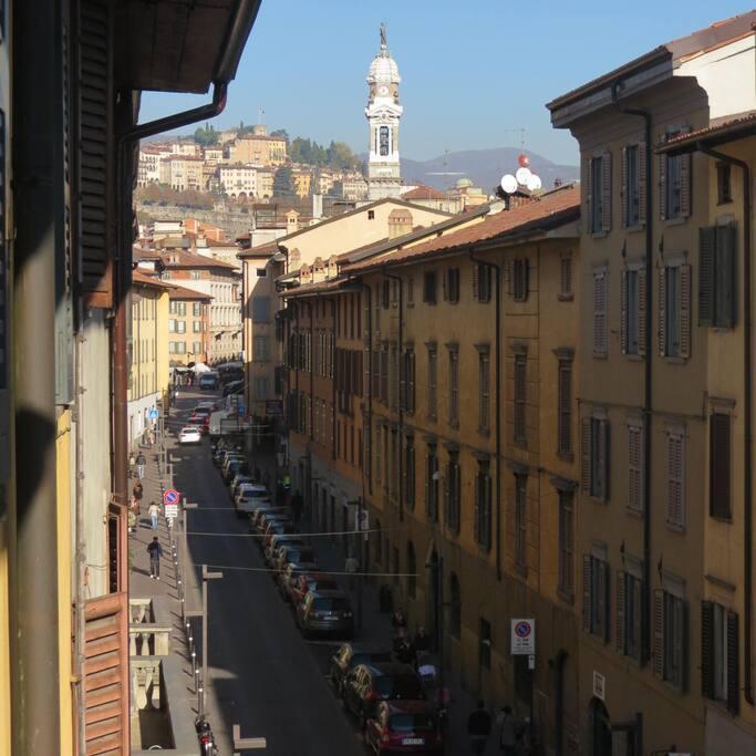 Bergamo center nice room airport transfer for Appartamenti in affitto bergamo