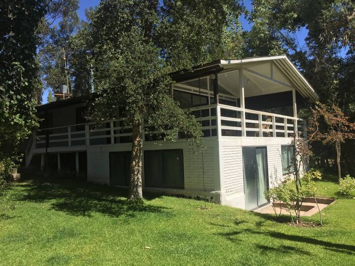 Casa con piscina compartida frente al lago
