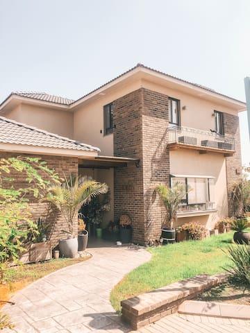 Luxurious House In A Quiet Area Near Tel Aviv