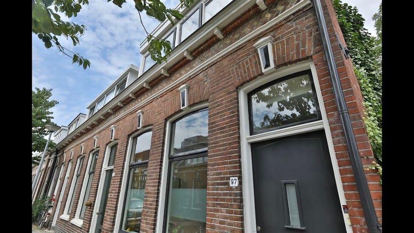 Prachtige schipperswoning Schildersbuurt Groningen