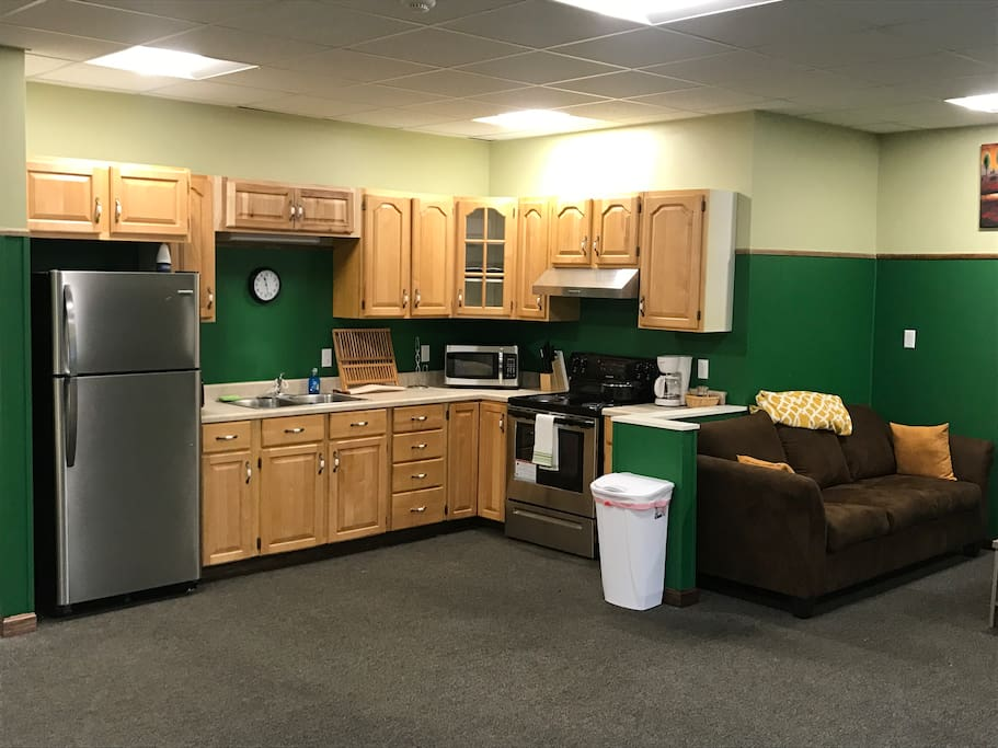 Spacious kitchen. Fully equipped
