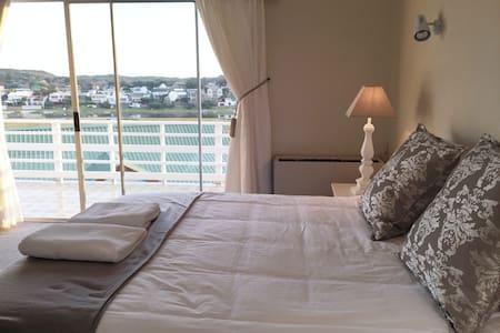 On the River | Sleeps 2 Couples - Kenton-on-Sea