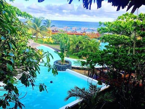 Au coeur d'un écolodge, accès piscine, mer, lagon