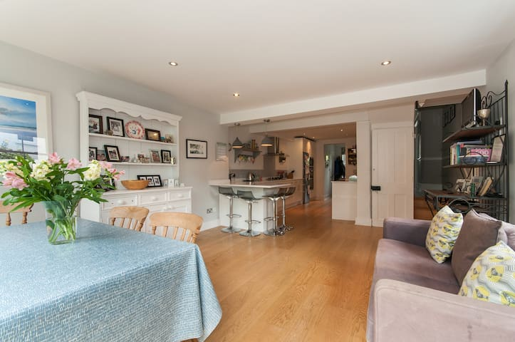 Family home in central Reigate