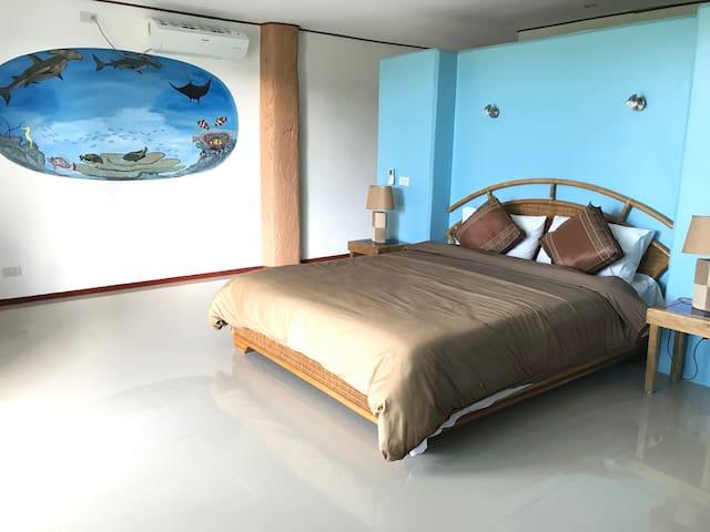 Cabilao Sunset Dive & Beach Resort  Deluxe Room 7