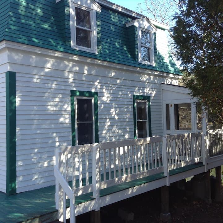 The Gem - Coastal Cottage
