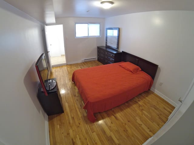 2 1/2 LAVAL - WIFI TV FULLY FURNISHED (5 MIN MTL) - Laval - Íbúð