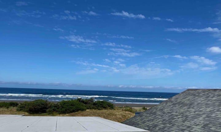 Pet Friendly Rockaway Beachfront with a Deck!