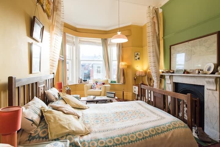 large quirky double room,seaviews