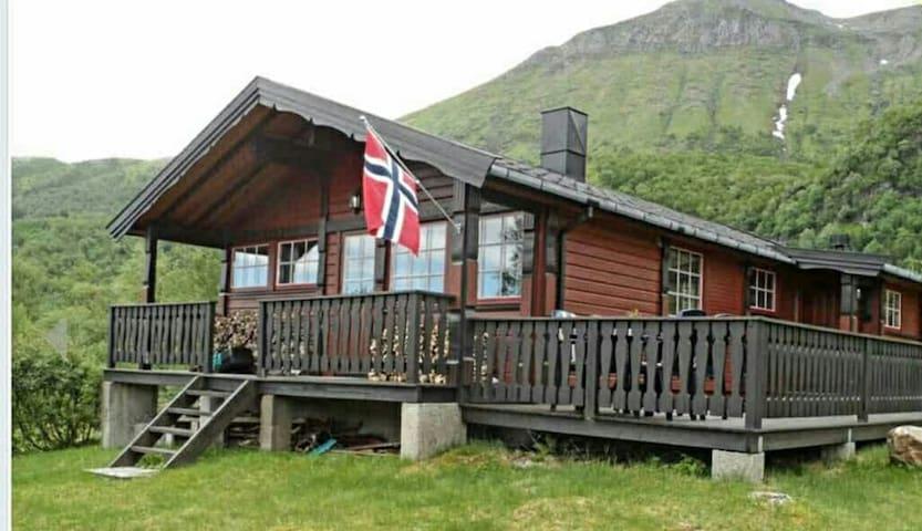 Hytte i Aldersundet, Lurøy - Nordland - Blockhütte
