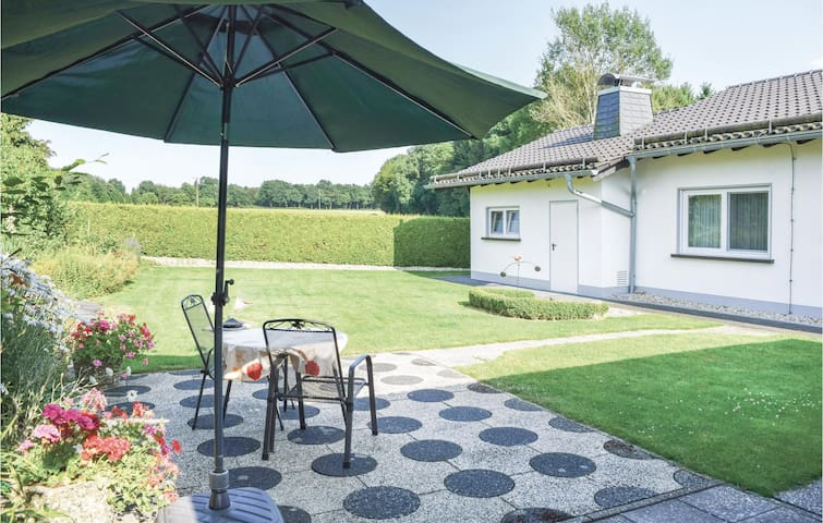 Holiday cottage with 2 bedrooms on 80m² in Rott