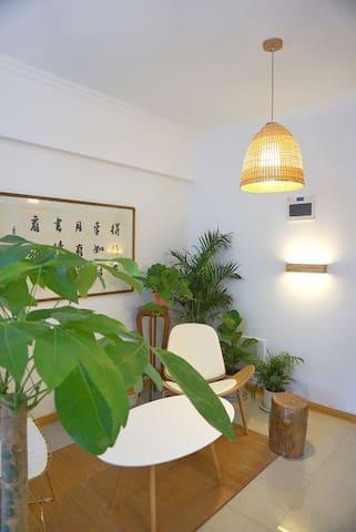 柔和的室內燈光,配上向南的自然光