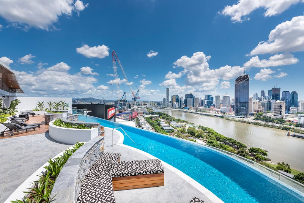 Level 22 Infinity pool on rooftop