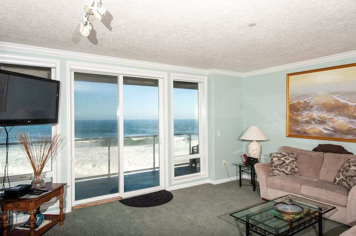 Whaler's Suite - Oceanfront Condo w/ Indoor Pool!