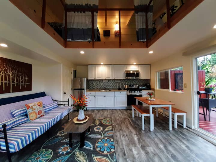 """Leilani House - Private Guest Suite """"Shadow Room"""""""