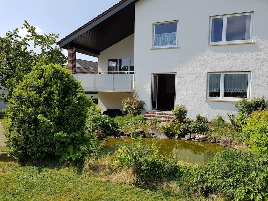 Haus Rückseite Teich
