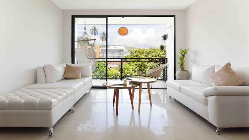 Hermoso y cómodo apartamento cerca a todo.