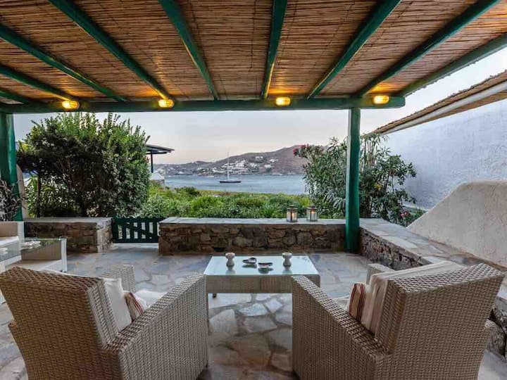 Afrodite Villa on the Sea with Beach and Pool