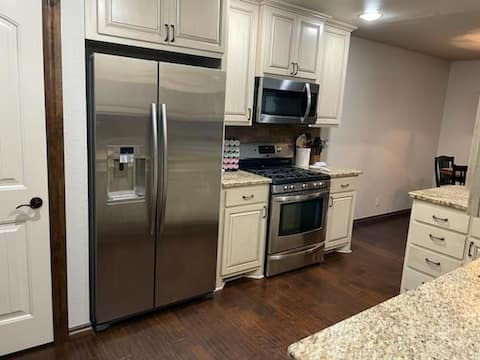 Cozy and Beautiful. 3bd/2ba on west side of Norman... just 4 miles from campus corner!