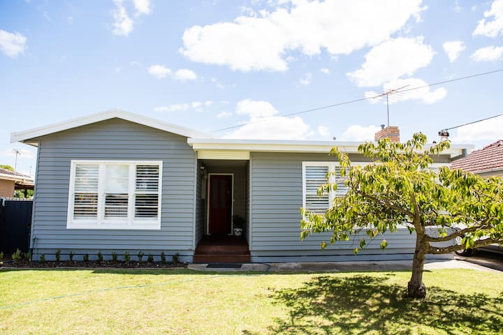Family friendly renovated home - Hamlyn Heights - House