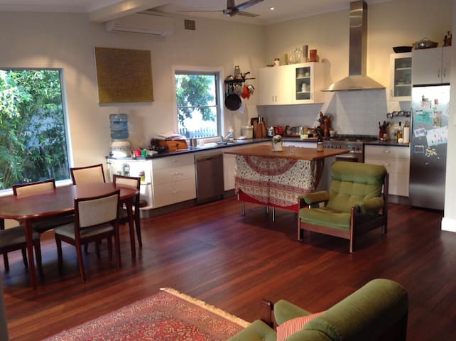 Cozy and Comfortable Private Room in Freo - Beaconsfield - Hus