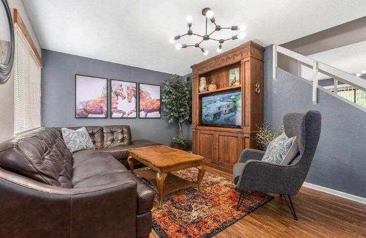 "Yellowstone: King Beds/50"" TVs Next Door Texas A&M"