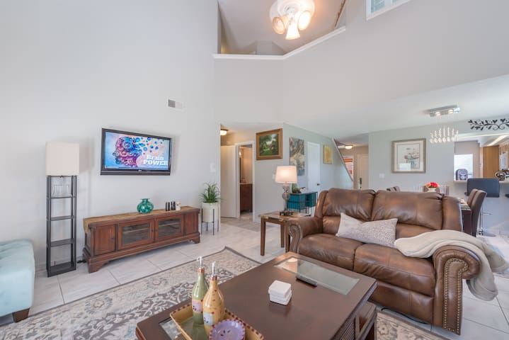 BEAUTIFUL ENTIRE House, Modern, Comfy, Family Fun!