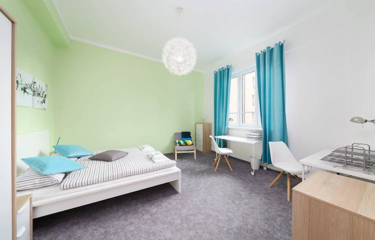 Bright spacious room near city centre 24h/d shop