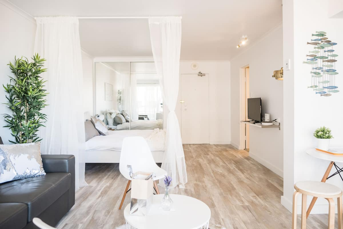 Chic Studio near Opera House with Parking.