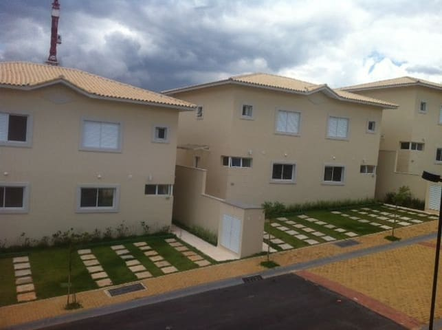 Quarto aconchegante/casa de família - Jundiaí - บ้าน