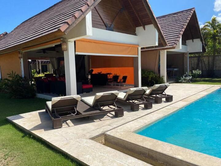 ¡Estupenda Villa Familiar Estilo Caribeño!