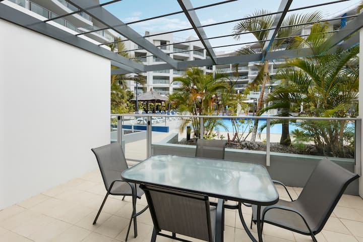 Spacious 1 Bed with Pool Access