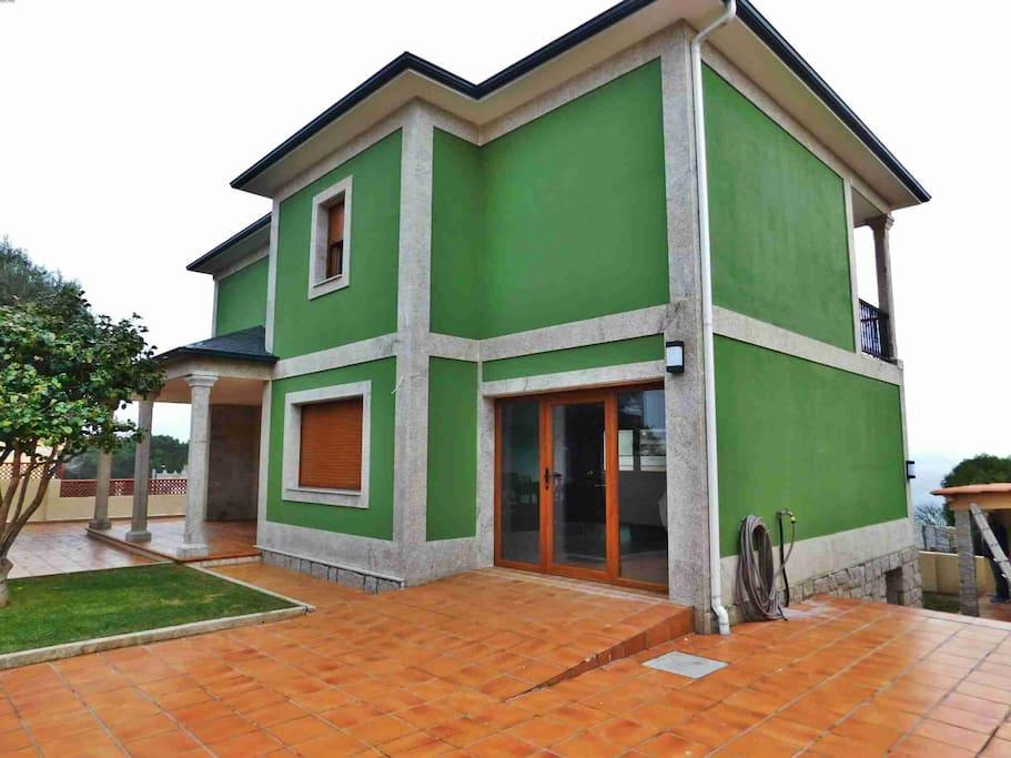 Villa in front of montalvo 39 s beach casas de campo en - Casas de campo en galicia ...