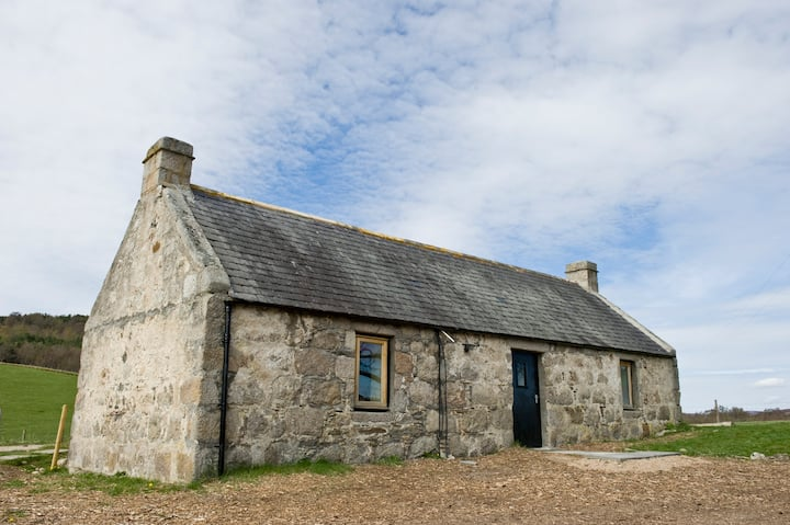 Peace, views & seclusion, just 5 minutes from town