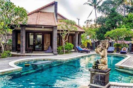 Pondok Frangipani - Modern Double Room.