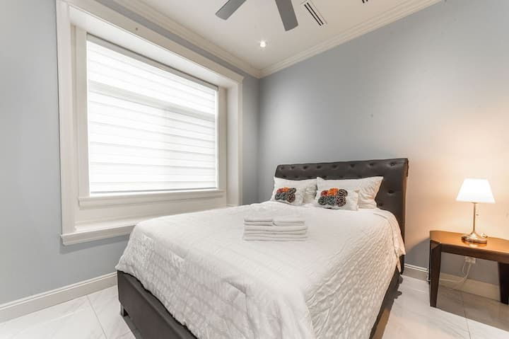Cozy Bedroom with Private Bathroom near Skytrain