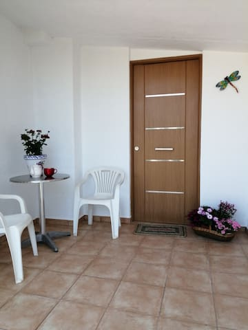 Comfy home near to town, bars and beaches