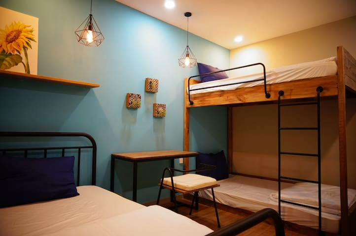 Common room with 1 single bed (1.2mx2m) & 1 bunk bed (1.2mx2m)