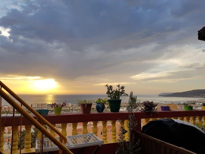 Lunmineux duplex avec vue océan et montagnes
